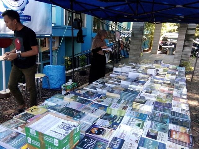 iaid-kerjasama-gelar-bazar-buku